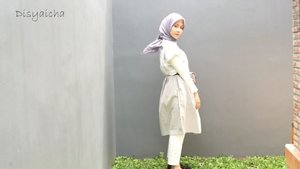 NEW CONTENT( MIX AND MATCH)Girly vs CasualLook Number one1. White pants ( @zahrasignature)2. Manset ( hijup basic @hijup )3. Dress ( enora dress @cottonflair )4. Belt bag ( monogram belt bag by @riverisland avb @zaloraid )Look number two1. @white pants ( zahrasignature)2. White Shirt ( @id_theexecutive )3. Denim Jacket ( only avb @zalora)4. Retro Glasses ( Pull and Bear)5. Bumb Bag ( @coach)#mixandmatch #ootd #ootdindo #hijabootdindo #clozetteid