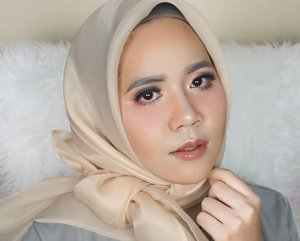 THE POWER OF MAKEUPTalent : @dindaanshMakeup : @disyaicha_makeupProducts1. @guerlain (primer)2. @wnwcosmetics ( concealer palette /neurtralizes,brightens)3. Mix foundation ( @dermablendpro / cover cream warm beige, @catrice.cosmetics /24H made to stay nude beige, @chanelofficial / perfection lumiere velvet 20 beige)4. @pixycosmetics ( silky fit lipstick 106)5. @nyxcosmetics_indonesia ( wonder stick ws03)6. @maybelline ( fit me 20)7. @nyxcosmetics_indonesia ( eyeshadow base)8. @colourpopcosmetics (dream st)9. @pixycosmetics (lip matte cream glam coral)10. @lookecosmetics (holy lip polish /luna)11. @benefitindonesia (browzings)12. @maybelline ( eyebrow mascara/rustybrown)#thepowerofmakeup #muatribeid#nyxcosmeticsid #lookecosmetics #benefitcosmetics #benefitcosmeticsindonesia #clozetteid #indobeautygram #colourpopme