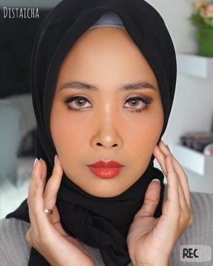 Pose sakit gigiMini tutorial #nyadisyaicha Buat look yang ala ala smokey eye tp buru-buru,bisa dicontohDetail@urbandecaycosmetics ( #nakedreloaded) #udindonesia@maybelline (eyeliner)@nyxcosmetics_indonesia (eyeshadowbased)@rollover.reaction...#100daymakeupchallenge #beautyenthusiast #beauty #beautygram #makeup #makeuptutorial #contourtutorial #makeup #beautygoersid #indobeautygram #indoveautysquad #beautygram #beautybloggerindonesia #tasyashoutoutfarasya  #clozetteid #clozette #ivgg #ivgbeauty #esqa #esqaddicted #minitutorial #indovigram #eotd #ibv @beautybloggerindonesia @tampilcantik @ragam_kecantikan @cchannel_beauty @indobeautygram @tips_kecantikan @popbela_com @clozetteid @bloggermafia @wakeupandmakeup