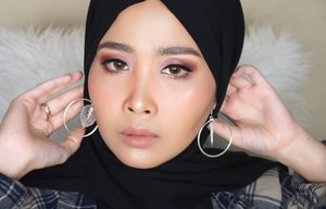 Full face Using High end Brand Makeup Tonight up youtube channelProductsbasedmakeup1. @skii_id ( dermdefinition uv lotion)2. @guerlain.id ( lo'r primer gold)Foundation1. @diormakeup ( forever foundation 025)2. @guerlain.id ( aqua nude clair/light)3. @benefitindonesia (holla happy foundation 02)Conclear& blush cream1. @urbandecaycosmetics (all nighter medium/clair)2. @glossier( creamy blush puff)Eyebrow1. @benefitindonesia ( browzings 05)Eyeshadow1. @urbandecaycosmetics ( naked heat pallete)2. @toofaced (chocolate bon bons)Mascara1. @benefitindonesia(Bargarl bang)Bronze&blush powder1. @benefitindonesia ( holla bronze)2. @benefitindonesia ( california)Highlight1. @urbandecaycosmetics ( urbandecayXkristenlean)Lipstick1. @maccosmetics ( kinda sexy)2. @urbandecaycosmetics ( matteXkristenlean bunbun)#clozetteid #makeuptutorial #beautytips #wakeupandmakeup @indobeautysquad #indobeautygram @indobeautygram @wakeupandmakeup #motd #tips