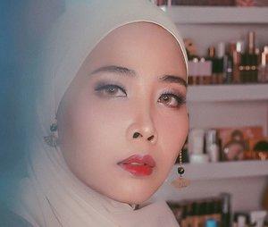 Full face using @eminacosmetics ● @eminacosmetics pore ranger ● @eminacosmetics cushion bare with me(light) ● @eminacosmetics eyeshadow  pop rounge  gelato ● @eminacosmetics glossy stain 05 . . . #eminaglossystain #eminacosmetics #eminacosmetics #eminaglossystain #emina #artmakeup  #nightskincareroutine #100daymakeupchallenge #beautyenthusiast #beauty #beautygram #makeup #makeuptutorial #contourtutorial #makeup #beautygoersid #indobeautygram #indoveautysquad #beautygram #beautybloggerindonesia #tasyashoutoutfarasya #clozetteid #clozette #ivgg #ivgbeauty #esqa #esqaddicted #minitutorial #indovigram #eotd #ibv  @beautybloggerindonesia @tampilcantik @ragam_kecantikan @cchannel_beauty @indobeautygram @tips_kecantikan @popbela_com @clozetteid @bloggermafia @wakeupandmakeup