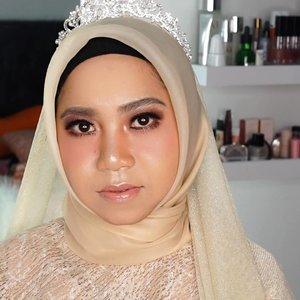 Makeup Nikahan inspired (Wedding Makeup)Panutanku @januarychristymakeup Talent @ekanur_hidayah93Makeup by @disyaicha_makeup Detail makeup nanti yaa ........100daymakeupchallenge #beautyenthusiast #beauty #beautygram #makeup #makeuptutorial #contourtutorial #makeup #beautygoersid #indobeautygram #indoveautysquad #beautygram #beautybloggerindonesia #tasyashoutoutfarasya #dwiendahpusparini #clozetteid #clozette #ivgg #ivgbeauty #esqa #esqaddicted #minitutorial #indovigram #eotd #ibv @beautybloggerindonesia @tampilcantik @ragam_kecantikan @cchannel_beauty @indobeautygram @tips_kecantikan @popbela_com @clozetteid @bloggermafia