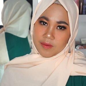 Kapan lagii coba gw ngebujuk anisa ceribel buat dimakeup..😂😂😂 @dinarmutiarasariVideonya lg di kejar ngedit niii..enak jam berapa ya UP nya??.....#udindonesia#100daymakeupchallenge #beautyenthusiast #beauty #beautygram #makeup #makeuptutorial #contourtutorial #makeup #beautygoersid #indobeautygram #indoveautysquad #beautygram #beautybloggerindonesia #tasyashoutoutfarasya #clozetteid #clozette #ivgg #ivgbeauty #esqa #esqaddicted #minitutorial #indovigram #eotd #ibv @beautybloggerindonesia @tampilcantik @ragam_kecantikan @cchannel_beauty @indobeautygram @tips_kecantikan @popbela_com @clozetteid @bloggermafia @wakeupandmakeup