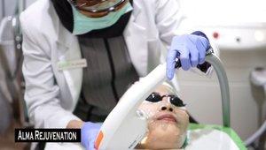 "Jadi gw dikasih kesempatan buat nyobain perawatan dari @zapcoid ""New photo facial"".. nahh dia ini perawatan dengan 3 tahap1. Face toning (laser fotona,yang merupakan laser terbaik dari eropa)2. Alma rejuvenation ( tahap rejuvenation kini di upgrade menjadi alma rejuvenation menggunakan advanced fluorescence technology yang merupakan generasi terbaru dari teknologi intense plused light)3. Oxy infusion ( teknologi kreasi ZAP clinic untuk memberikan serum secara optimal diwajah)Nahh buat full videonya udah naik di youtube,klik link di bio yaaa.. ----------------------------------Fyi: ZAP dah banyak cabangnya di Indonesia,bagi kalian yang tinggal di Bandar Lampung,  @zaplampung sudah opening ya#cantikjamannow #zap #zapclinic #zapclinicindonesia #zapbeauty #photofacial #clozetteid #ipl #rejuvenation #facial #bvlogger #indobeautysquad #ivgbeauty #indovigram @clozette @zap @indobeautygram"