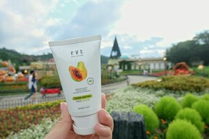 The one and only my August favorite. I really love the smell of this face scrub, cause it's totally remind me with the spa at melia purosani 😍 My face felt so soft after I used this and it helps me to stay away from breakout on my last trip to South Korea 💃 . . . #facescrub #evetenaturals #evete #skincare #proudevete #coconut #coconutlipbalm #skincare #monthlyfavorite #beautyblogger #beautybloggerid #indonesiabeautyblogger #indobeautygram #kpopmakeup #tipsdandan #indonesiancosmetics #makeup #instabeauty #뷰티 #뷰티스타그램 #메이크업 #립메이크업  #annyeongkstyletrip #KStyleGoestoKorea #everland #에버랜드 #popgopro #gowithpop