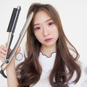 Latest post on the blog! 6 ways to style hair using this 1 and only 1 tool, @tescomid Negative Ion Multi Hair Iron. - Perfect buat yang rempong, like me, yang perlu banyak alat setiap mau styling rambut. Soalnya pake 1 ini aja udah bisa buat macem-macem styling, mulai dari keringin rambut basah, catok, keriting, ala-ala blow out, sampe ngembangin akar rambut! - Ga perlu bawa-bawa beberapa alat, karena tinggal ganti attachment-nya aja! Super travel-friendly. Do check it outtt, seriously! - READ MORE ALL ABOUT IT on the blog, everythingaboutbella.com or klik langsung di bio ya 😘 - #clozetteid #tescomid #clozetteidxtescom #healthyhair #beautifulhair #clozetteidreview #tescomxclozetteidreview