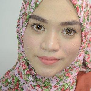 Sumpah dari tadi bingung mau nulis apa dicaption. 🙈.. .. Kalau makan nasi padang enaknya lauk apa ya gaes?.😂😂😂... Foundation : The Ordinary Serum Foundation 1.2YGBeli di @benscrubLip : @romandyou zerogram matt lipstick 06 Envy Me.Beli di Charis Shop (klik link di Profile)..... #clozetteid #hijab #motd #makeup  @charis_celeb