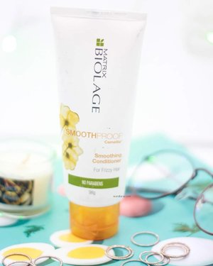 @matrix @biolage Smooth Proof Camellia Conditioner is perfect for those who want to combat frizzy hair.No paraben, safe for colored hair.Just need several weeks for me to completely emptied out the 98g product.Can be bought in your nearest salon / ecommerce, price point 80-100k.Works okay for me but I need extra help of hair mask since my hair is beyond damaged.Plus point : a nice scent.Tips : it's good for you who has fine hair with a lil frizziness to combat.