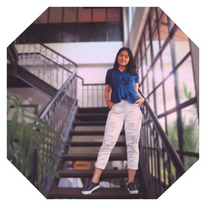 Sneakers for lyfe! Kamu tim sneakers atau tim heels! Letme know through comment section💕 . . . . . . . #clozetteid #fashioninfluencers #ggrepstyle  #whatiweartoday #fashionpeople #stylebloggerindo #urbanfashionista #lookbookindonesiainspired #fashionphotographyindo #beautynesiamember #indobeautyceleb #indonesianfemaleblogger @gogirl_id #jenntanwears