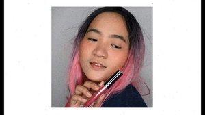 Cari pacar itu yang ngilangin lipstik, jangan yang ngilangin maskara! WQWQ 🤪..Anyway i'm swatching @lookecosmetics lipcream & lipgloss, warnanya cantik2 banget kan! Bisa banget buat both natural & bold makeup. kamu tim lipcream apa lipgloss? .........#clozetteid #cchannelbeautyid @cchannel_beauty_id #jenntan #jennitanuwijaya #beautynesiamember @beautynesia.id #kbbvfeatured @kbbv.id #beautiesquad @beautiesquad #beautyinfluencerindo  @tips__kecantikan #beautybloggerindonesia @beautybloggerindonesia #bloggermafia #indonesianfemaleblogger #tampilcantik @tampilcantik #fdbeauty #indobeautysquad @indobeautysquad #jenntanmakeup #zonamakeupid @zonamakeup.id #indobeautygram #ivgbeauty @indobeautygram #bunnyneedsmakeup @bunnyneedsmakeup @ragam_kecantikan