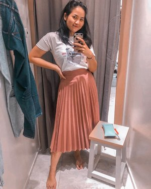 A little selfie won't hurt, rite? 🥰 . . . . . #clozetteid #cicireceh #mirrorselfies