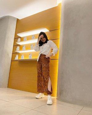 Happy sunday! 🙌🏻✨ inget longweeknya udah abis, bsk kerja lageeee 🤪🤪 . . . . #clozetteid #fashionstyle #jenntanwears #fashionblogging #batikstyle