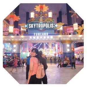 "Kalo ada yang panggil ""say"", jangan langsung nengok! Pastiin dulu dia manggil kamu sayang, bukan saython🙃🙃 WQWQ ..........#clozetteid #jenntan #jenntanwears #lifestylefashion #photoshootideas #skytropolis #gentinghighlandmalaysia #gentinghighland #fashionbloggerindonesia #explorekualalumpur #exploremalaysia🇲🇾"