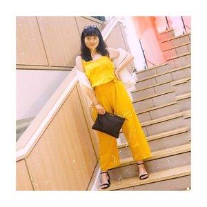 Kata pak satpam, berdirinya jangan ditikungan. Soalnya sakit kalo ditikung 🤪 #eaaaa . . Yaudah aku berdiri di pinggir aja wqwq . . . . Captured by forever babe @budiartiannisa . . 📍Loc @lets.gowork @plazaindonesia . . . . . #clozetteid #fashioninfluencers #ggrepstyle  #whatiweartoday #fashionpeople #stylebloggerindo #urbanfashionista #lookbookindonesiainspired #fashionphotographyindo #beautynesiamember #indobeautyceleb #indonesianfemaleblogger #jenntanwears #fashionhacks