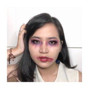 Hasil begadang 3 hari mikirin kamu.... ...Wahai tagihan tagihanku. Wkwkwkwkwk🤣🤣...Deets@getthelookid infallible fresh wear 24h foundationMaybelline lipstick (white) untuk mix complexion@morphebrushes eyeshadow 35u@thebodyshopindo brow sport@mustikaratuind lip cream.....#clozetteid #cicireceh #halloweenmakeupideas #pengabdipesta #indobeautysquad @indobeautysquad #recehkaninstagram #makeupviral #makeuppemula