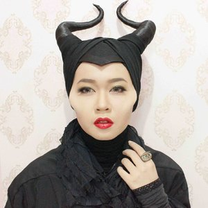 Maleficent is a good example of 'don't go breaking girl's heart' 😏😏😏 Watch out boys, girl has powers too! 💪💪💪 Just saying~  Hahaha  #maleficent #disney #villain #makeup #sfx #cidhalloween #clozetteid #ibvsfx #indobeautygram #throwback