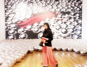 Blurred --- #yayoikusama #narcissusgarden #museummacan #modernart #allseebee #clozetteid #throwback