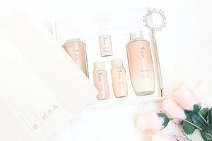 Introducing the new line from @thefaceshopid to prevent anti-aging, Yehwadam Revitalizing. Check https://www.whatwelike.co/blog/6614/review-the-face-shop-yehwadam-revitalizing (link on bio) for the review . . #clozetteid #TheFaceShopID #atomcarbonblogger #beautybloggerindonesia #beautybloggerid #indonesianfemalebloggers #indonesianbeautyblogger #bloggerperempuan