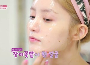 Suka penasaran ngga sih produk yang dipakai sama artis Korea tu apa sampai wajah mereka tu mulus bersih sehat?Salah satunya ini nih yang dipakai oleh Jeonghwa EXID. Dia pakai produk dari @altheakorea loh yang namanya Althea Real Fresh Skin Detoxers. Produk ini juga hasil kolaborasi dengan Get It Beauty, sebuah program TV terkenal di Korea.Mau tau lengkapnya? Yuk langsung klik di bio atau klik link di bawah inihttps://www.etherealpotato.com/2018/12/althea-real-fresh-skin-detoxers.html#clozetteID #altheakorea #realfreshskindetoxers #realfreshskindetoxer #altheaxgib #altheaangels #featuredonalthea