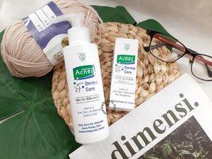 buat para acne fighter, boleh banget deh coba produk @acnesid Derma Care. Rangkaian ini terdiri dari dua produk, gentle cleanser dan anti-blemish essence.  Kedua produk tersebut didesain untuk mengatasi kulit berjerawat serta sensitif. Yang bikin aku penasaran adalah kandungan Vitamin C yang notabenenya kurang cocok untuk kulit sensitif, tapi produk ini klaim kalau bakal cocok buat kulit sensitif. Hmm.. unik kan.  Kalau mau tau hasilnya gimana di kulitku yang berjerawat dan sensitif ini, boleh langsung mampir ke blog loh! Link di bio yaaa.  #acnesdermacare #bloggerreview #indonesiabeautyblogger #beautyblogger #bdgbb #semarangbeautyblogger #clozetteID