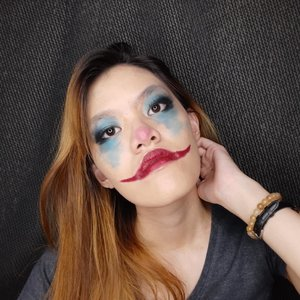 Selamat tanggal 1 November!! Karena baru memasuki bulan baru, aku throwback ke makeup Joker yang aku pernah buat dulu yaHere's the products I used :@maybelline Superstay Foundation@beautyglazed Gorgeous Me@forher.lashes Smart Type@maybelline Powder Mattes 'Honey Cherry'Sedikit banget kan produk yang aku gunakan. Karena yang penting dari makeup bukan banyaknya produk, tapi adalah kreativitas untuk mengembangkannya#jokermakeup #helloweenmakeup #makeuptutorial #indonesiabeautyblogger #bandungbeautyblogger #clozetteID