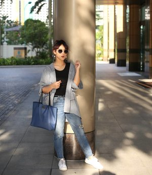Put the confidence ON. . #Outer @havaid #Bag @iwearpomelo #Shoes @adidas #LensedBy @johanjsaleh . #IWearPomelo #PomeloID #HavaID #havaindonesia #ClozetteID #Fashion #OOTD