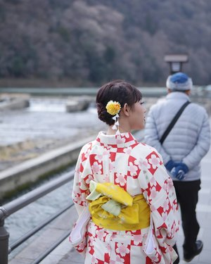 Strolling around Arashiyama during winter wearing a #kimono from @yumekyoto.arashiyama  #ClozetteID #Traveling #Arashiyama #Kyoto #Japan