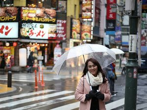 A happy girl under the snow ☔❄❄ 📸 @johanjsaleh  #ClozetteID #Lifestyle #Travel #Traveling #Japan #Shinjuku #Snow #Snowing #WinterInNovember