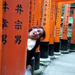 Hide & seek 🙈🙉 . . . #HuboyWaifuTravelJournal #HuboyWaifuInJapan #HuboyWaifuJalanJalanJapan #ClozetteID #Lifestyle #Travel #Japan #fushimiinari
