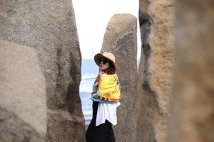 Behind the stones.  Scarf: @berbagi_pagi #BerbagiPagi #TemanBerbagi #ClozetteID #travel #traveling #standingstones #bali #balibible