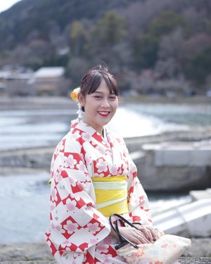 It's my 2nd time to visit Arashiyama, previously in autumn & now in winter.  If you ask me which one i prefer, autumn of course! In autumn the leafs are more colorful 🍁  #ClozetteID #Traveling #Arashiyama #Kyoto #Japan #kimono