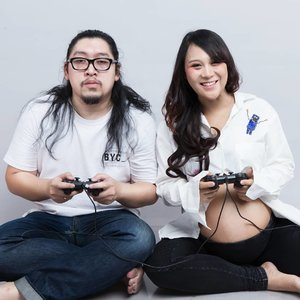 Player 1 and player 2 are ready to welcome player 3 and 4 🎮#PuitikaPregnancy#maternityshoot #ClozetteID