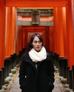 An obligatory photo ⛩ . . . . #HuboyWaifuTravelJournal #HuboyWaifuInJapan #HuboyWaifuJalanJalanJapan #ClozetteID #Lifestyle #Travel #Fushimiinari #Japan