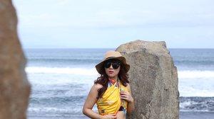Another way to wear @berbagi_pagi scarf.  Jadi kalo lagi liburan ke pantai, tapi keabisan baju tinggal lilit2 aja #berbagipagi scarf nya 👙  #BerbagiPagi #scarf #ClozetteID #travel #traveling #bali #lifehacks #balibible