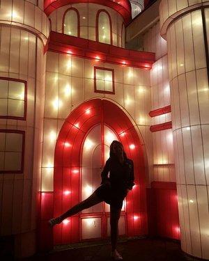 Castle dance 🙆 . . . #ClozetteID #Travel #LampionGarden #BatuNightSpectacular #Castle #BatuMalang #ExploreMalang #ExploreBatuMalang