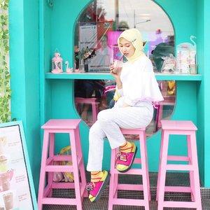 S a b a r, Teruntuk kamu yang suka klakson di 0,000000 sepersekian detik ketika lampu merah menuju hijau 🙂🙃_______________#clozetteid #starclozetter #cuteplacejakarta #cafejakarta #explorejakarta #cutespotted #ootd #ootdindo #bloggerlyfe #bloggerstyle #fashionblogger #bloggerlife #blogger #kopituya
