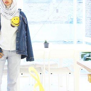 Smile, mhehe......#clozetteid #LYKEambassador #ootd #hijabootd #hijabootdindo #ootdindohijab #ggrep #cgstreetstyle #denim #blogger #bloggerstyle #fashionblogger #bloggerslife #whiteaddicted #minimalism #minimalismood