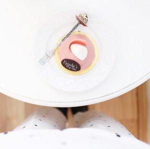 Life is like a box of chocolate . . . . . . #food #foodstagram #foodgasm #foodie #foodporn #foodblogger #foodography #foodstylist #foodjournal #fromwhereistand #cake #cakestagram #whitetable #minimalism #minimalismood #minimalist #flatlay #flatlaynation #flatlaysquad #flatlays #clozetteid #starclozetter #ggrep #cakedecorating