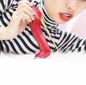 Pose nya udah kaya iklan parfume beneran belom ? Udah nawaitu banget gitu nih soalnya (hahaha) abisan parfume nya lucu banget sih parah, nuhun ya @talkntalkshop parfumenya gemes banget ! 👠❤️💃🏻 . . . . #clozetteid #starclozetter #potrait #makeitpotraits #parfume #whiteaddicted #bloggerlife #bloggerstyle #tumblr #tumblrgirl #tumblrpic #tumblraesthetic