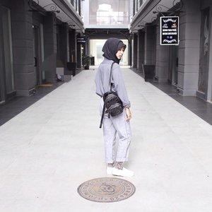 Let it all go , see what stays......#ootdhijabindo #hijab #hijabfashion #ootdhijabnusantara #diaryhijaber #anakootd #hijabstylebyme #hijabstyleindonesia #myhijabindo #street_hijabi #hijabfashioncommunity #ladyinframe #womeninframe #squaregrapher #minimalism #ootdindo #clozetteid #starclozetter