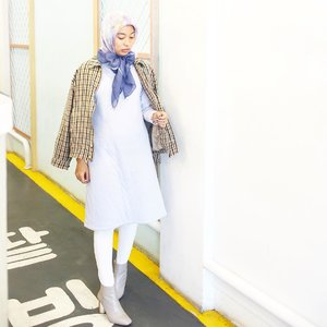 I dont think inside the box, i dont think outside the box either, i dont even know where the box is...taken by my inem @sridewirs one of thousand photos yg agak mendingan :') thanks.......#clozetteid #starclozetter #ootd #ootdindo #outiftoftheday #denim #hijabootdindo #hijabootd #ootdhijabindo #blogger #bloggerstyle #fashionblogger #tumblrgirl #hijabstyle #dailyhijab #modestfashion #fashionstyle #LykeAmbassador #Beautynesiamember #ggrepstyle