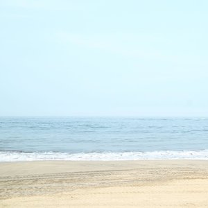 Life is about balance......#minimalism #minimalismood #instagram #instadaily #minimalismindonesia #minimalist #ocean #beach #pangandaranbeach #clozetteid #ggrep #dscvr #keluarbentar #indonesiajuara #maenbentar #kerengan #wanderlust #ggrep #whiteaddicted #explorepangandaran #LYKEambassador #blogger #bloggerstyle #bloggerlife
