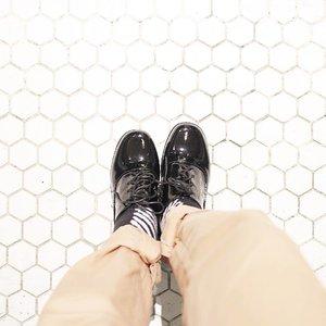 Do what is right for you, no one is walking in your shoes. #ihavethingswithfloors . . . . . . #sotd #whiteaddicted #whitephotography #tumblrpost #tumblrgirl #floorporn #minimalism #minimalis #minimalismood #ggrep #iheartit #clozetteid