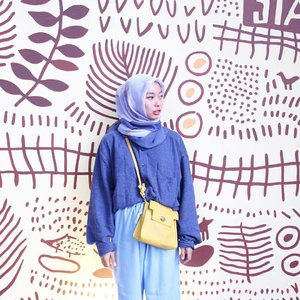 I came  I saw I made it awkward . . . . . #clozetteid #minimalism #minimalismood #minimalism_world #ihavethingsforwalls #mural #ootd #hijabdaily #hijabfashion #ootdhijabindo #ggrep #beautynesiamember #peopleinframe #peoplephotography