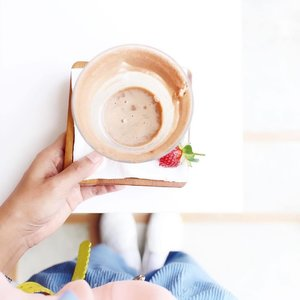 When you talk about coffee, but u're still choose to order ice chocolate ... Thank you so much @tinkerlustid & @gordi.id for having me, more about this coffee session ? link on bio ☕️ . . . #coffee #coffeesession #clozetteid #whiteaddicted #flatlays #whitetable #blogger #bloggerstyle #bloggerslife #foodporn #foodstagram #instafood #foodie