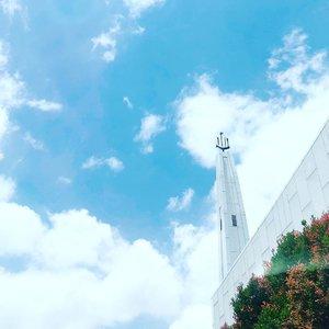 Sometimes all you need is, 'let go and let god'  ____________________________ #minimalism #minimalismood #skyphotography #minimalist #clozetteid