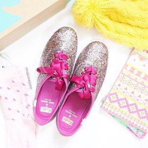 Note : They'll lose some shine with wear, but will always add a sparkle to your step 🐾 . . . . . . . #keds #kedskatespade #flatlay #flatlaystyle #flatlaysquad #whitetable #whiteaddicted #flatlaynation #shoes #glitter #kedsid #kedsindonesia #clozetteid #pinkaddicted #tumblrpost #tumblrgirl #ggrep