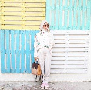 Things to do today,  Get up , Survive , Go back to bed . . 📸Taken by Abdulpati Dolken 💩 : @haimid . . #ootd #ootdindo #ootdhijabindo #hijabfashion #hijabootdindo #hijabstyle #clozetteid #starclozetter #minimalism #ggrepstyle #minimalismood