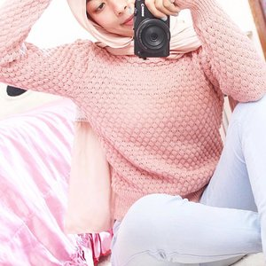 You can never go wrong with a little pink 🌸 Sweater from @genetic.id . . . . . #clozetteid #starclozetter #pink #whiteaddicted #bloggerstyle #bloggerslife #outfitoftheday #outfitinspo #outfits #oufitinspiration #beautynesiamember #tumblr #tumblrgirl #tumblrpost #tumblrpics