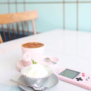 Hey ! It's cake o'clock ! . . . . #dessert #lavacake #ggrep #cake #tumblrpic #tumblraesthetic #foodie #foodstagram #foodgasm #foodporn #foodphotography #foodstylist #clozetteid #coolspotid